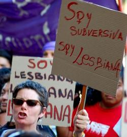 Feministas y proabortistas convocan protestas ante las catedrales chilenas