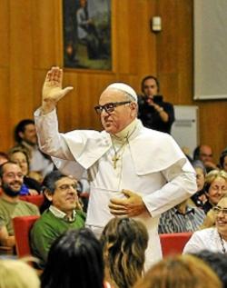 Izquierda Unida se solidariza con Leo Bassi y el rector de la UVA