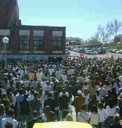 Un millar de personas asiste a la Misa de desagravio por la profanación de Somosaguas