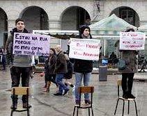 Una veintena de proabortistas provocan en La Coruña un enfrentamiento verbal con manifestantes provida