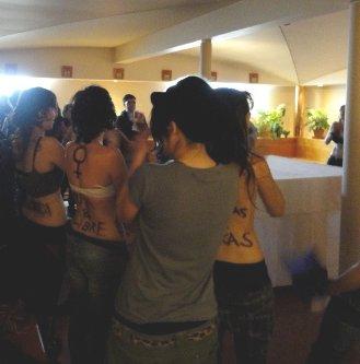 Detienen a cuatro de los jóvenes que profanaron la capilla de Somosaguas