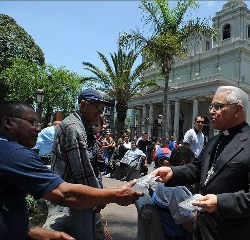 El Arzobispo de San José de Costa Rica sale a la calle para evangelizar
