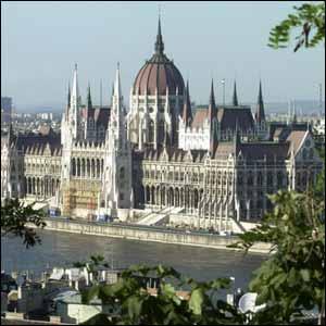 Hungría aprueba una nueva Constitución que defiende el derecho a la vida y la familia