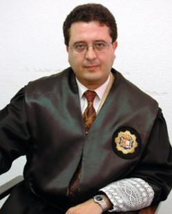 Procesan al juez Francisco Serrano por cambiar la custodia de un niño para una procesión