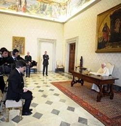 Benedicto XVI responde en televisión a las preguntas de seis cristianos y una musulmana