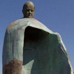 Polémica en Italia por una estatua de Juan Pablo II inaugurada por el alcalde de Roma