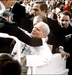 La policía italiana detiene a los tres drogadictos que robaron la reliquia de Juan Pablo II