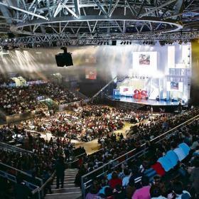 8.000 jóvenes llenaron el Madrid Arena para participar en un encuentro previo a la JMJ
