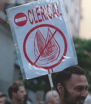 La manifestación atea consigue reunir apenas a quinientas personas