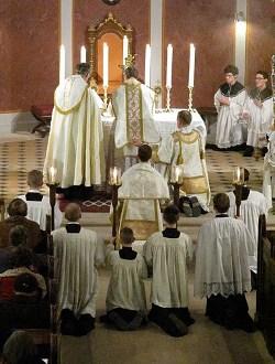 La Santa Sede reafirma el derecho de los fieles a participar en la Misa según la forma extraordinaria