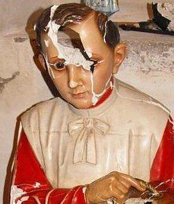 Destrozan las imágenes de una iglesia en la localidad madrileña de Navalcarnero