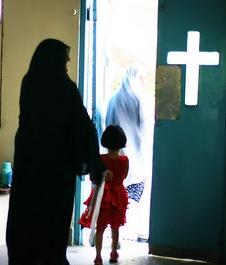 La policía paquistaní detiene a un imán por falsificar pruebas contra la niña acusada de blasfemia