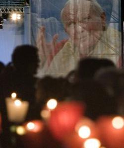 Multitudinaria Vigilia de oración en espera de la Beatificación de Juan Pablo II