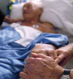 Alerta ante tres artículos del proyecto de Ley de muerte digna que abren la puerta a la eutanasia