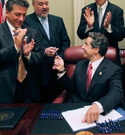 Aprobada en Nueva York la equiparación al matrimonio de uniones entre homosexuales