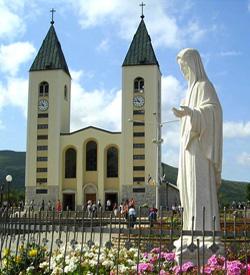 Miles de peregrinos conmemoraron los treinta años de la Virgen María en Medjugorje