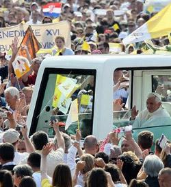 El Papa denuncia marginación de Dios y desintegración de la familia en Europa
