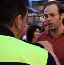 La Policía Municipal de Madrid trata de impedir la #AcampadaVida en la Puerta del Sol