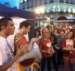 Jóvenes provida acampan en Sol a pesar de la oposición policial