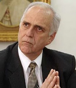 El Rector de la PUCP dice ahora que se irá si la Santa Sede se lo ordena
