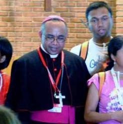 Mons. Raoelison: «Mi vocación nació como monaguillo, ante el altar»