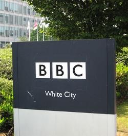La BBC deja de usar las siglas «antes» y «después» de Cristo