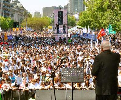 Decenas de miles de chilenos se manifiestan en Santiago de Chile por el orgullo de ser católicos