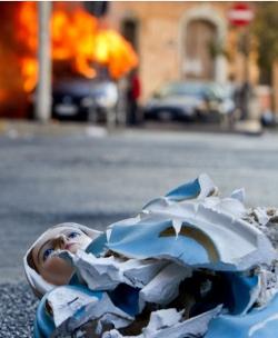 Los «indignados» de Italia asaltan una iglesia y destrozan imágenes sagradas en Roma