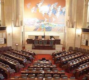 El Senado colombiano aplaza el debate sobre el «matrimonio» homosexual
