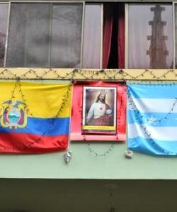 Desde hace 85 años Guayaquil honra a Cristo Rey colocando su imagen en balcones, fachadas y ventanas