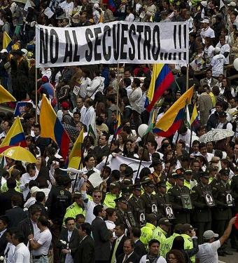 Las FARC mantienen todavía secuestrados a más de cuatrocientos civiles colombianos