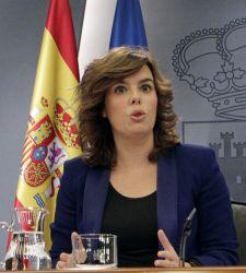 La vicepresidenta del gobierno anuncia a periodistas que se aplaza la reforma de la ley del aborto