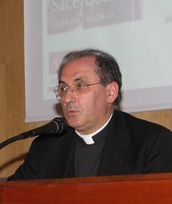 Mons. Celso Morga, secretario de la Congregación para el Clero: «¿Por qué los sacerdotes deben saber latín?»