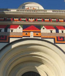 Retiran un mural de la fachada de la Catedral de San Salvador que contenía un símbolo masónico