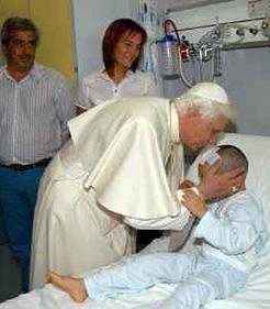 El Papa a los enfermos: «Sois los llamados por Cristo, su viva y transparente imagen»