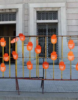 Lanzan una campaña para pedir a los diputados uruguayos que legalicen el aborto