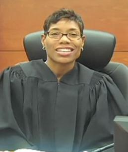 Una juez lesbiana de Texas se niega a celebrar bodas hasta que dejen casarse a los homosexuales