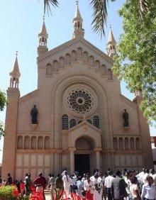 Una turba de musulmanes asalta un templo presbiteriano en Jartum