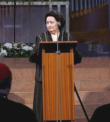 Montserrat Caballé canta en la Sagrada Familia para clausurar la última edición del Atrio de los Gentiles