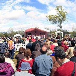 Cientos de fieles acuden a la Eucaristía de acción de gracias en Prado Nuevo