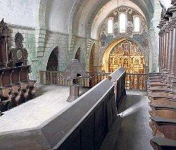 Intentan salvar el templo monacal de la Iglesia de Santa María de Oia