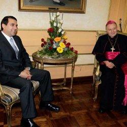 El nuevo presidente de Paraguay recibe al Nuncio del Vaticano en su país