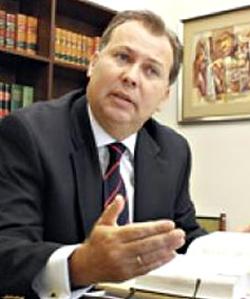Marcial Rubio reconoció por escrito que la PUCP es una institución de la Iglesia Católica