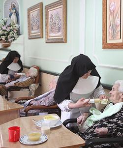 Las Hermanitas de los Ancianos Desamparados conmemoran a su fundadora