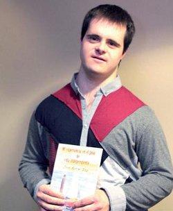 José Borrel se convierte en el primer aragonés con síndrome de down en escribir un libro