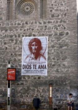 El ayuntamiento socialista de Toledo amenaza a una parroquia si no retira un cartel anunciador de catequesis