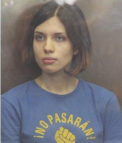 Un tribunal mantiene en la cárcel a la joven de Pussy Riot que tiene un hijo pequeño