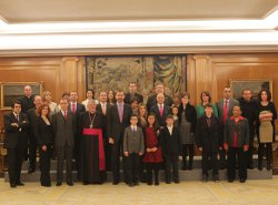 Los Príncipes de Asturias reciben a los niños premiados en el concurso nacional de Infancia Misionera