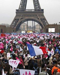 Centenares de miles de franceses se manifiestan en París contra el matrimonio homosexual