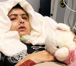 Sale del hospital la joven adolescente a la que quisieron matar los talibán